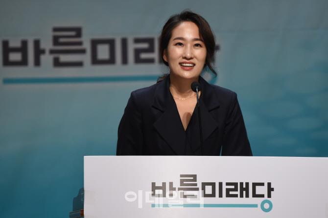 """촌철살인?기 싸움?…""""한국당=좀비·전원책=장의사"""""""