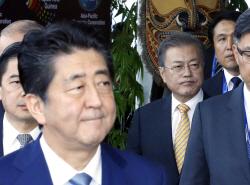 아베 총리, 외교부 국장 안타까운 소식에 文대통령에게 위로 전달