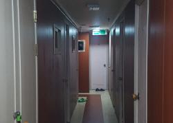 도심 속 외딴 섬 2평 고시원에서의 하룻밤