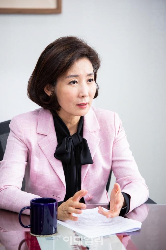 """[인터뷰]나경원 """"국민 공감하고 與 설득할 '투쟁 2단계'로 가야"""""""