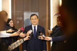 카이스트, 신 총장 직무정지 결정 '유보'…정부-과기계 갈등 일단 '봉합'(종합)