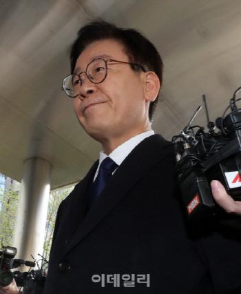 """재판 앞둔 이재명 """"법원 앞 집회는 오해받기 십상…자제해달라"""""""
