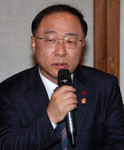"""""""주휴수당은 근기법 문제""""… 홍남기·소상공인 첫 만남서 입장차 확인"""