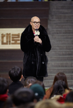 """홍석천 """"저도 가게 문닫아..임대료 내려야 상권 살아요""""(인터뷰)"""