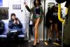 지하철 타러가니 '하의 실종' 수두룩...올해로 18년째 '재미'