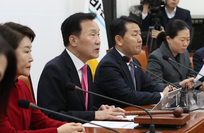 """손학규 """"손혜원, 文대통령 만들었다 떠들고 다녀 문제 터진 것"""""""