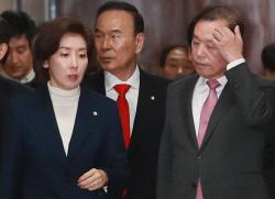 [포토]대화하며 회의 참석하는 김병준-나경원