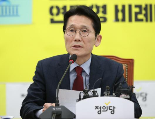 """윤소하 """"박지원·손혜원, 공방 멈춰달라…나경원, 정치공세 그만"""""""