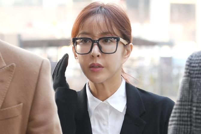 """'원조요정 몰락'…슈, 원정 도박 첫 공판 """"혐의 모두 인정"""""""