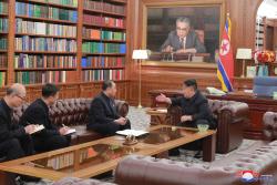 """침묵 깬 김정은 """"트럼프 사고방식 믿는다""""..북미 정상회담 급물살"""