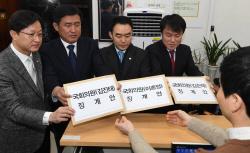 """""""5.18 희생자에 사과""""vs""""전두환·노태우당 선언"""""""
