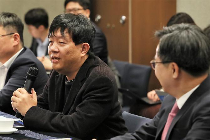 """이재웅 쏘카 대표 """"홍남기 발언 비상식적…어느시대 부총리냐"""""""