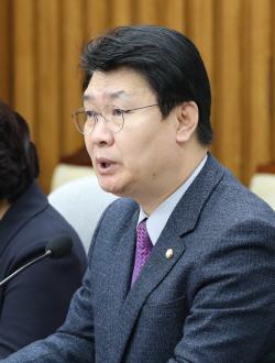 """정용기 """"재앙적 경제…文대통령 성에 '재앙' 붙여 부르는 것 모르나"""""""