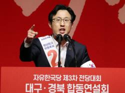 """한국당 간 '남자 3호' 김준교, """"저딴게 무슨 대통령"""""""