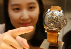 현대백화점 `파네라이` 황금돼지 시계