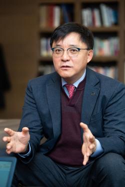 """김호현 교공 CIO """"연기금들 '바이 코리아'로 증시 안전판 역할해야"""""""