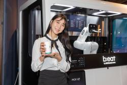 """""""커피업계 '구글' 될 것""""…'비트2E' 로봇카페 가보니"""