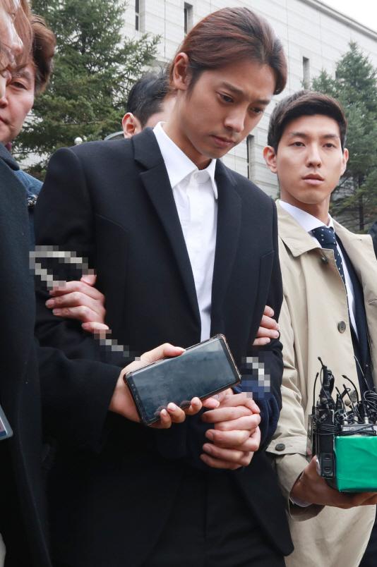 '성관계 영상 유포' 정준영 구속…'승리게이트' 이후 첫 구속 연예인(종합)