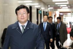 """설훈 """"공수처, 국민 80% 동의"""" vs 홍문표 """"대통령 4명 구속한 檢 있잖나"""""""