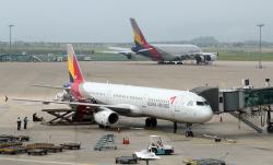 회계신뢰성 `의문` 아시아나항공, 등급 강등 현실화하나(종합)
