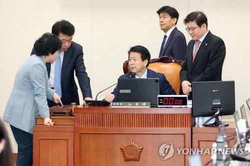 [김현아의 IT세상읽기]KT가 동네북인가..여당도 야당도 KT 로비라는데