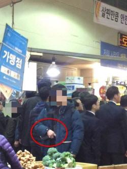 文대통령 경호원, 대구 칠성시장서 '기관총 노출' 논란