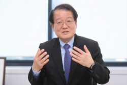 """""""트럼프 정부서만 대북제재 240건…北 경제 펀더멘탈 흔들"""""""