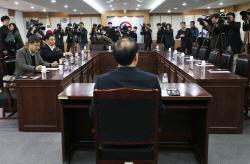 김학의 재수사 검찰, '셀프수사' 부담에 정치권 공세까지