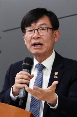 [포토]기조연설하는 김상조 위원장