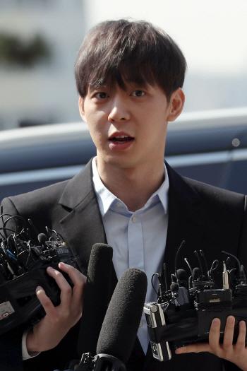 '마약 혐의' 박유천 경찰 출석