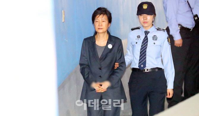 박근혜 '불 덴 통증' 호소…형 집행 정지 가능성은?