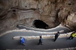 휠체어 타고 천연 동굴탐험 가능해진다
