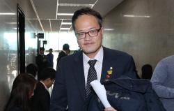 """""""박근혜 형 집행정지…국민 납득할지 생각해야"""""""