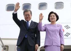 [포토] 문 대통령 내외, 카자흐스탄 도착