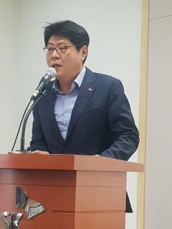 """""""직원 임금 0.4% 기부..SK텔레콤, AI스피커 노인돌봄 시작""""(일문일답)"""