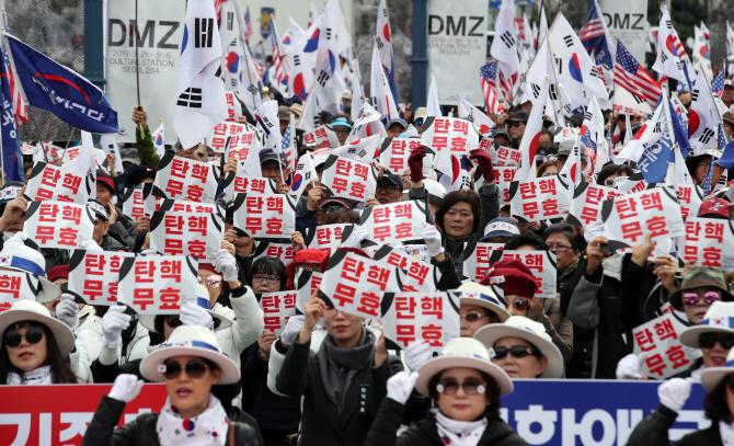 박근혜 석방, 국민 60% 반대…한국당지지층 85% 찬성