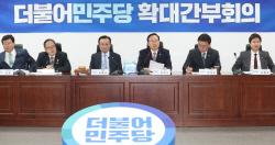 [포토]확대간부회의, '모두발언하는 홍영표 원내대표'