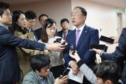 """홍남기 부총리 """"환율 2년만에 최고치…적기 대응할 것""""(종합)"""