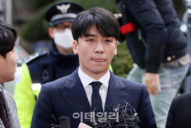 """경찰 """"유인석, '승리 성접대' 사실 진술""""…YG카드로 결제"""