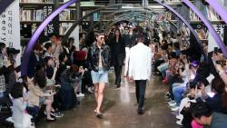 [포토]당당한 워킹 선보이는 서울 365 패션쇼 모델들