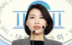 """野, '괴물이 되지 말자' 조국 페북에 """"오지랖 영웅 놀이"""""""