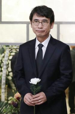 """모친상 유시민 """"담담히 보내드려""""..盧 추도식 불참"""