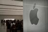애플, 美 '中화웨이 봉쇄책' 희생양?…우려 목소리 '봇물'