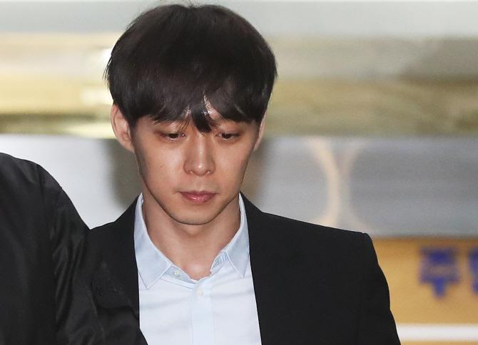 황하나, '옛 연인' 박유천과 법정 재회?