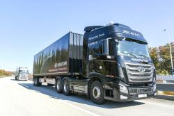 현대차, 대형트럭 고속도로 군집주행 시연 성공..국...