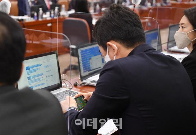 '국민의례하는 이낙연 대표'                                                                                                                                       ...