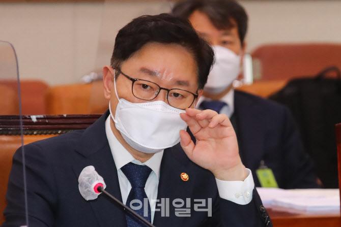 [포토]박범계 법무부 장관, '대통령 말씀에 속도조절 표현 없었다'