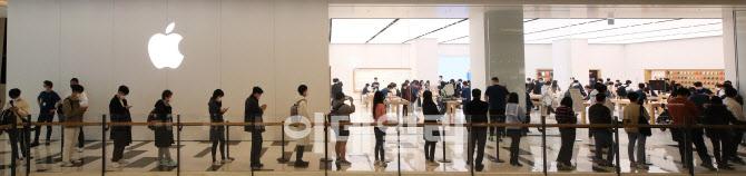 [포토]애플 스토어 2호점에 줄 선 시민들