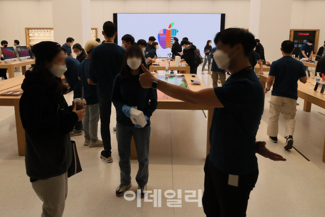 [포토]여의도에 정식 개장한 애플 스토어 2호점