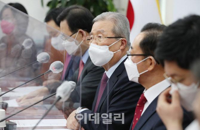 [포토]발언하는 김종인